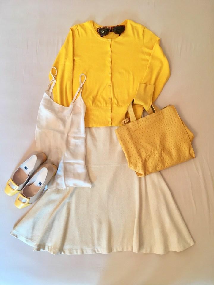 Die Farbe gelb im Sommer - gelbes Jäckchen zu Rock in crème