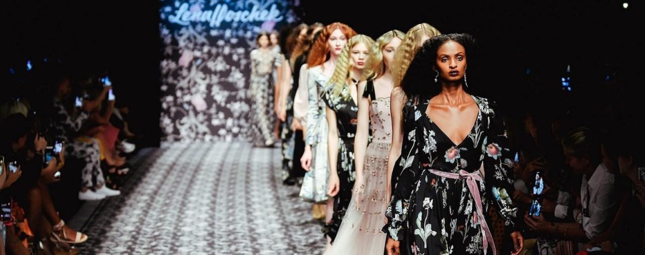 So sinnlich wird die Sommer Mode 2020 von Lena Hoschek