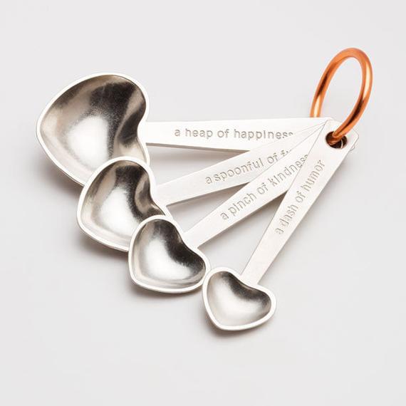 bijenkorf hart citeert metalen maatlepels, eetlepels, theelepels, keukengerei, cadeau voor koks, bakken, koken, bruiloft, moederdag cadeau door BeehiveHandmadeLLC