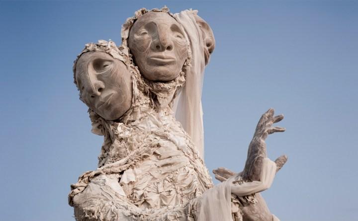 Een torenhoge kosmische sculptuur van Tigre Mashaal-Lively vindt een nieuw huis