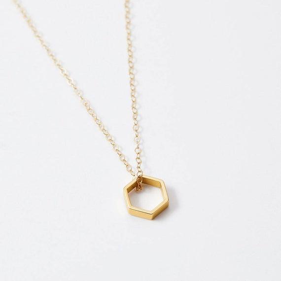 gouden honingraat sieraden charme hanger ketting voor vrouwen door BeehiveHandmadeLLC