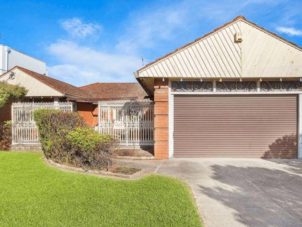 Veilingen in Sydney: bakstenen huis in benijdenswaardige positie wordt vrijwel verkocht voor $ 735.000 boven de reserve