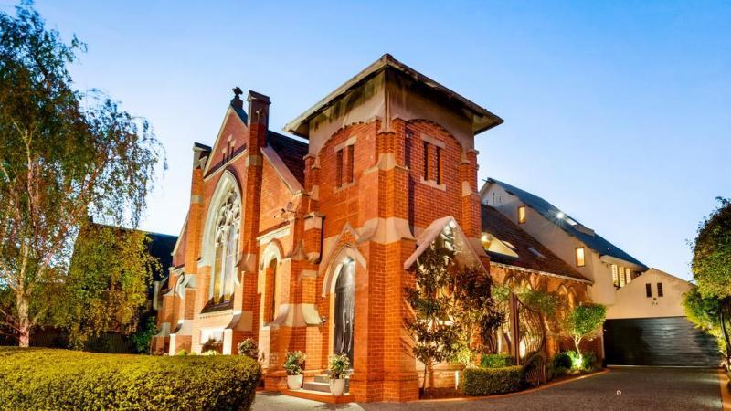 Alphington kerk conversie heeft goddelijke wijnkelder