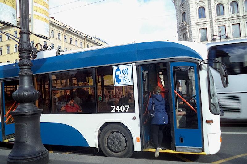 俄羅斯 | 聖彼得堡:搭人工收費公車遊涅瓦大道 | 小若生活漫旅