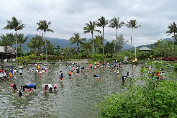 花蓮   4大驚好玩體驗:溯溪跳水、兆豐農場、立川漁場撈蜆、賞鯨豚樂   小若生活漫旅