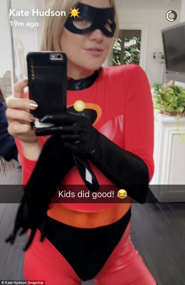 39ecd14100000578-3893560-kate_hudson_donned_a_full_captain_incredible_cat_suit_for_her_an-m-3_1478014862966