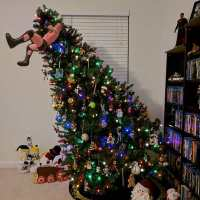 22 Hilarious Christmas Tree Toppers