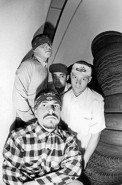 Nelson, em primeiro plano, Mike, Mayorga e Amery. Foto clássica de Glen Friedman