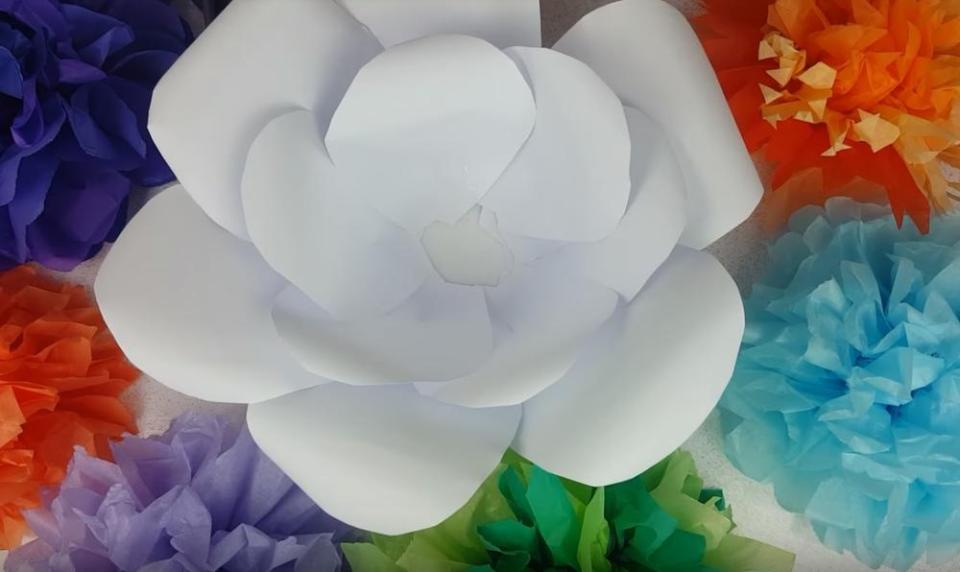 How to Make Giant Paper Flowers Assembling Petals