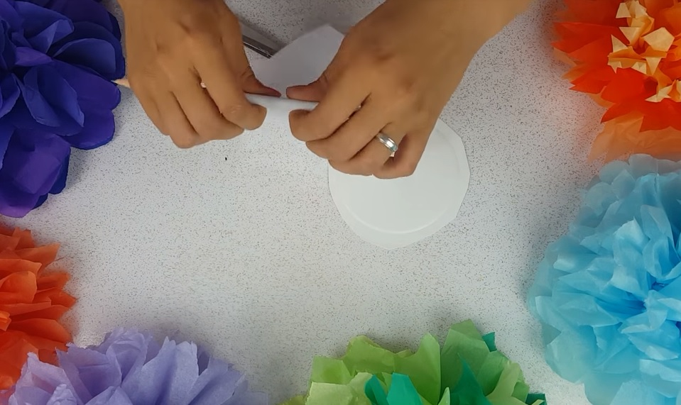 How to Make Giant Paper Flowers Edges