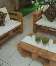 DIY Pallet Chair and Table