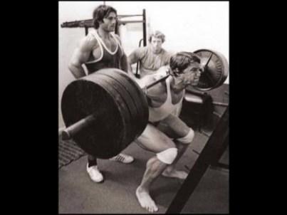 arnold-squatting