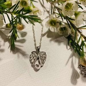 Engelsflügel mit Herz Silberkette
