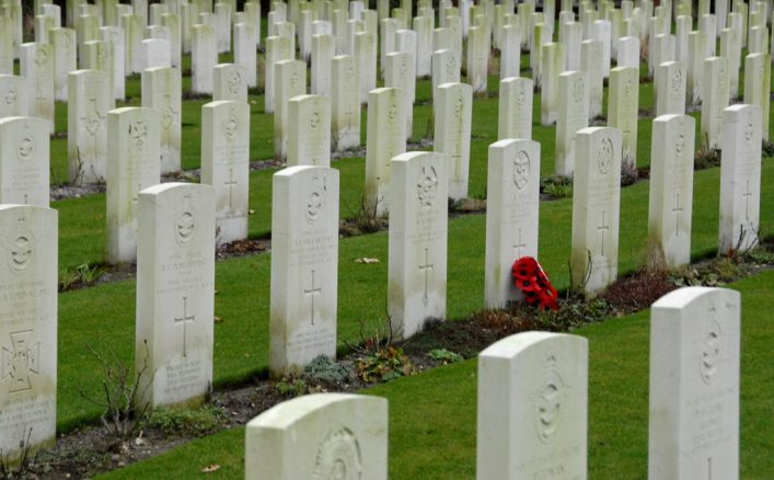 Commonwealth War Graves image by FaceMePLS on flickr.com, used under Creative Commons licence