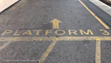 platform 3 floor sign
