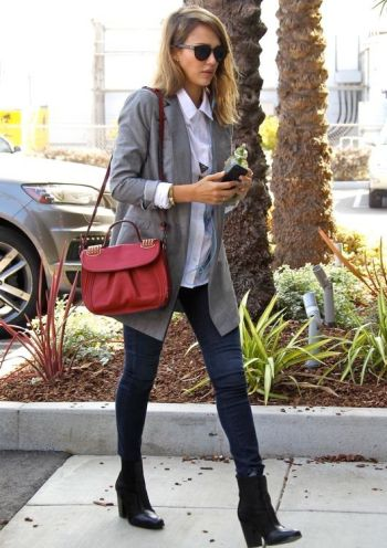 Jessica Alba shopping at 'Bel Bambini' in West Hollywood Featuring: Jessica Alba Where: Los Angeles, CA, United States When: 24 Oct 2013 Credit: WENN.com