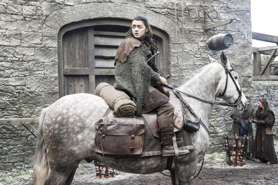 Arya Stark atop a horse, decides to return to Winterfell