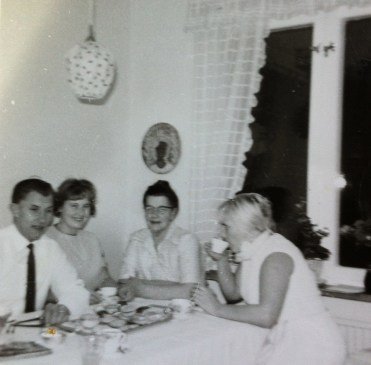 Mamma, mormor, och Olle och Margit