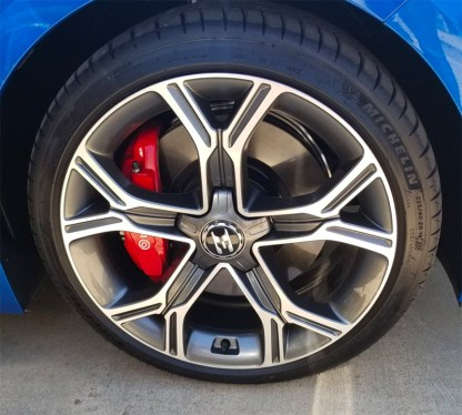 kia-stinger-e-badge-19-inch-wheels