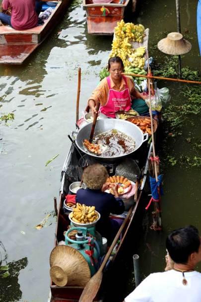 Damnoen Saduak, comparing floating markets