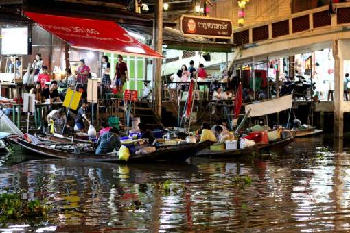 Friday night at Amphawa floating market, all shining and vibrating. Floating markets Amphawa vs Damnoen Saduak