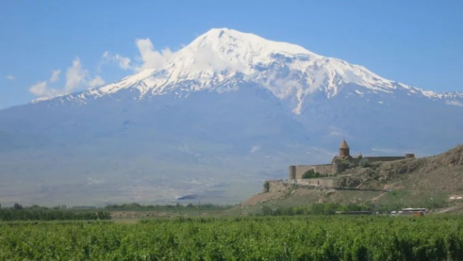 The Khor Virap Monastry with Mount Ararat in the background. According to the bible this is where Noah stranded the Ark. backpack Armenia