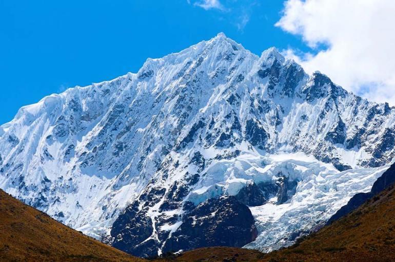 Punta-Union-Cordillera-Blancas hiking Peru