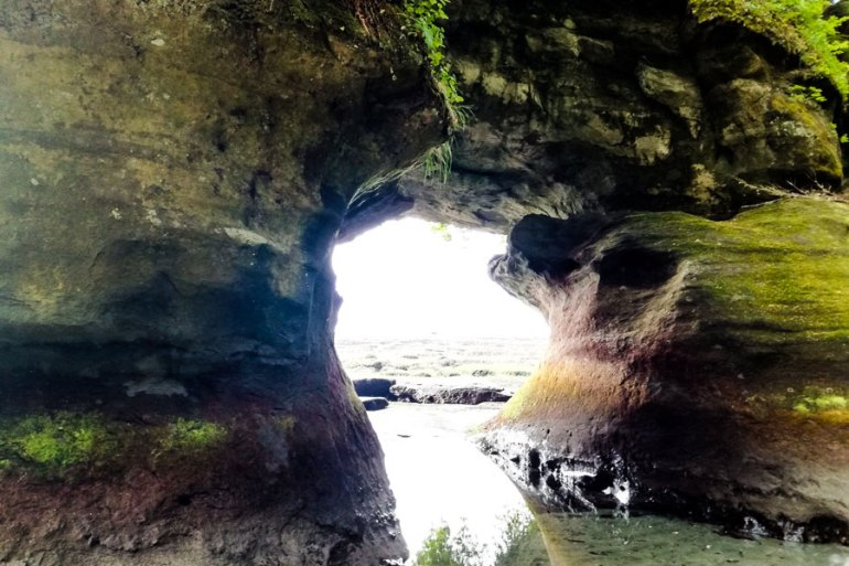 The awesome sea caves at Owen Point can only be reached at low tide (tide below 1.8m/6ft).