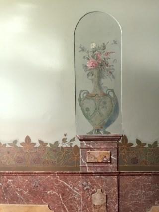 Wanddecoratie in de gang van het Doktershûs in Stiens.