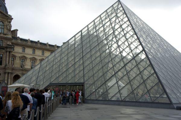 Louvre Stippulations