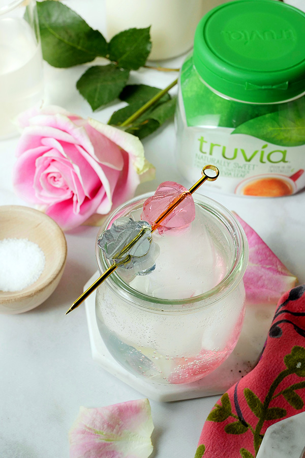 Sparkling Gin Lemonades with Flower- Infused Boozy Gelées for Easter Brunch // stirandstrain.com