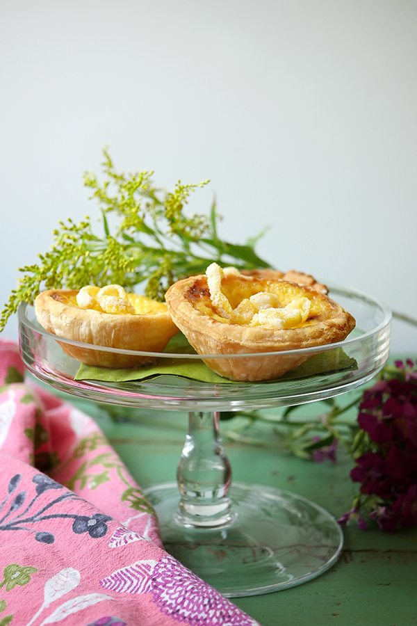 Vinho Verde Spritz Cocktails and Egg Tarts // stirandstrain.com