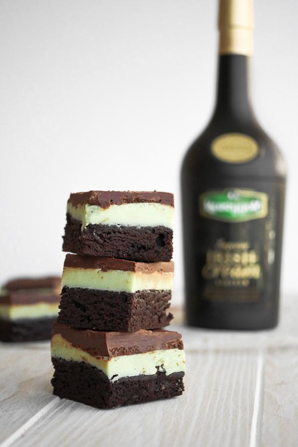 Bake It: Kerrygold Irish Cream Grasshopper Brownies // stirandstrain.com