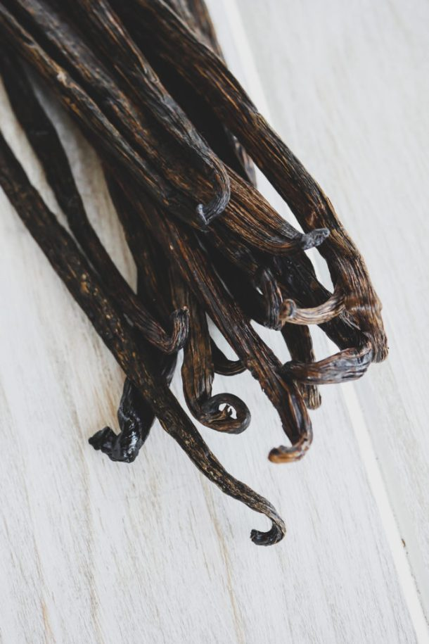 Make or Buy: Bourbon Vanilla Extract // stirandstrain.com