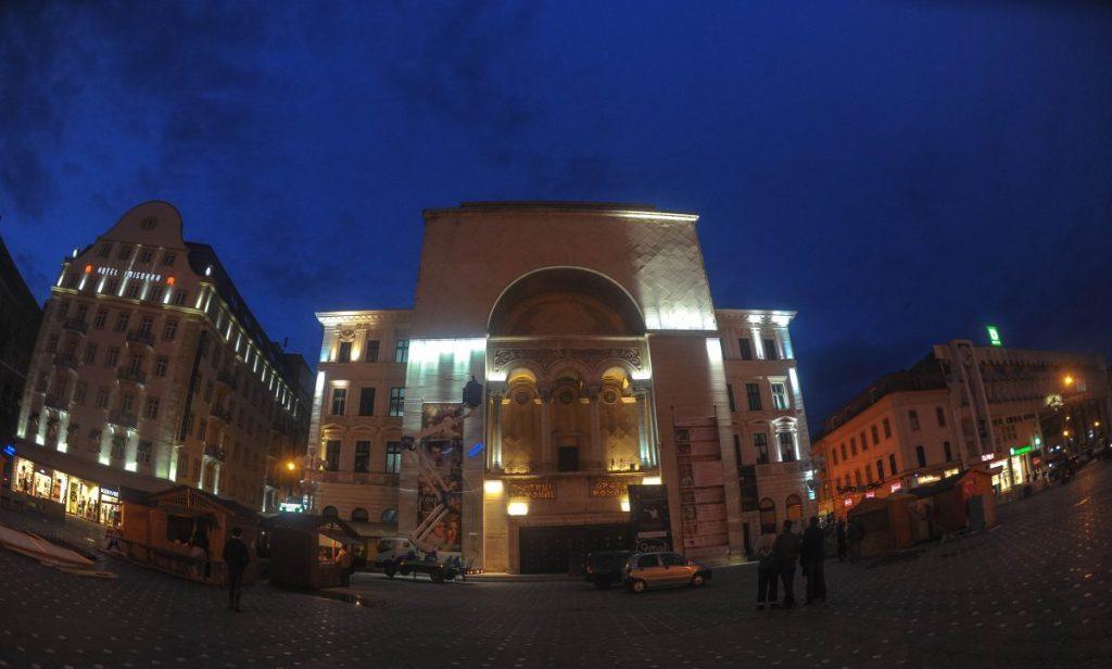 fațada operei