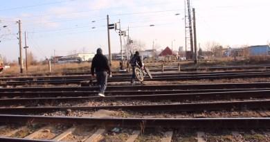 Locuitorii din Buzău, revoltați din cauza desființării unei treceri peste calea ferată