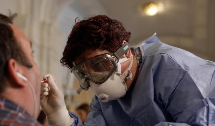 Rezultatele testelor pentru coronavirus trebuie să fie gata în maximum 24 de ore. Ordin de ministru