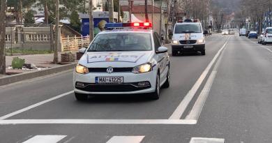 Polițiștii au patrulat pe străzile orașului având imnul României în difuzoarele autospecialelor!