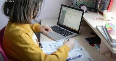 168 de clase din Neamț fac cursurile în online (5 octombrie)