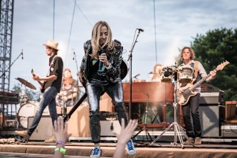 Sheryl Crow Laurel Live 02