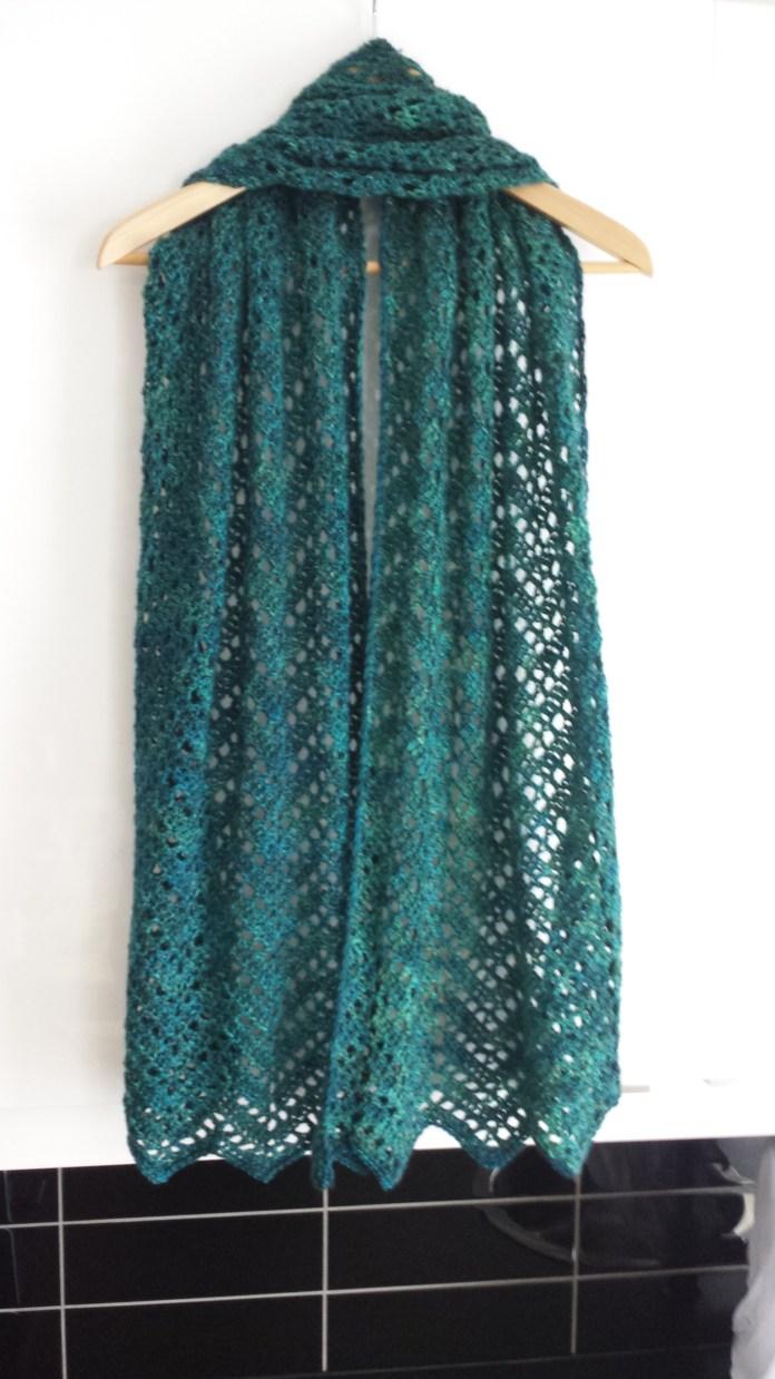 Chevron lace shawl till mor