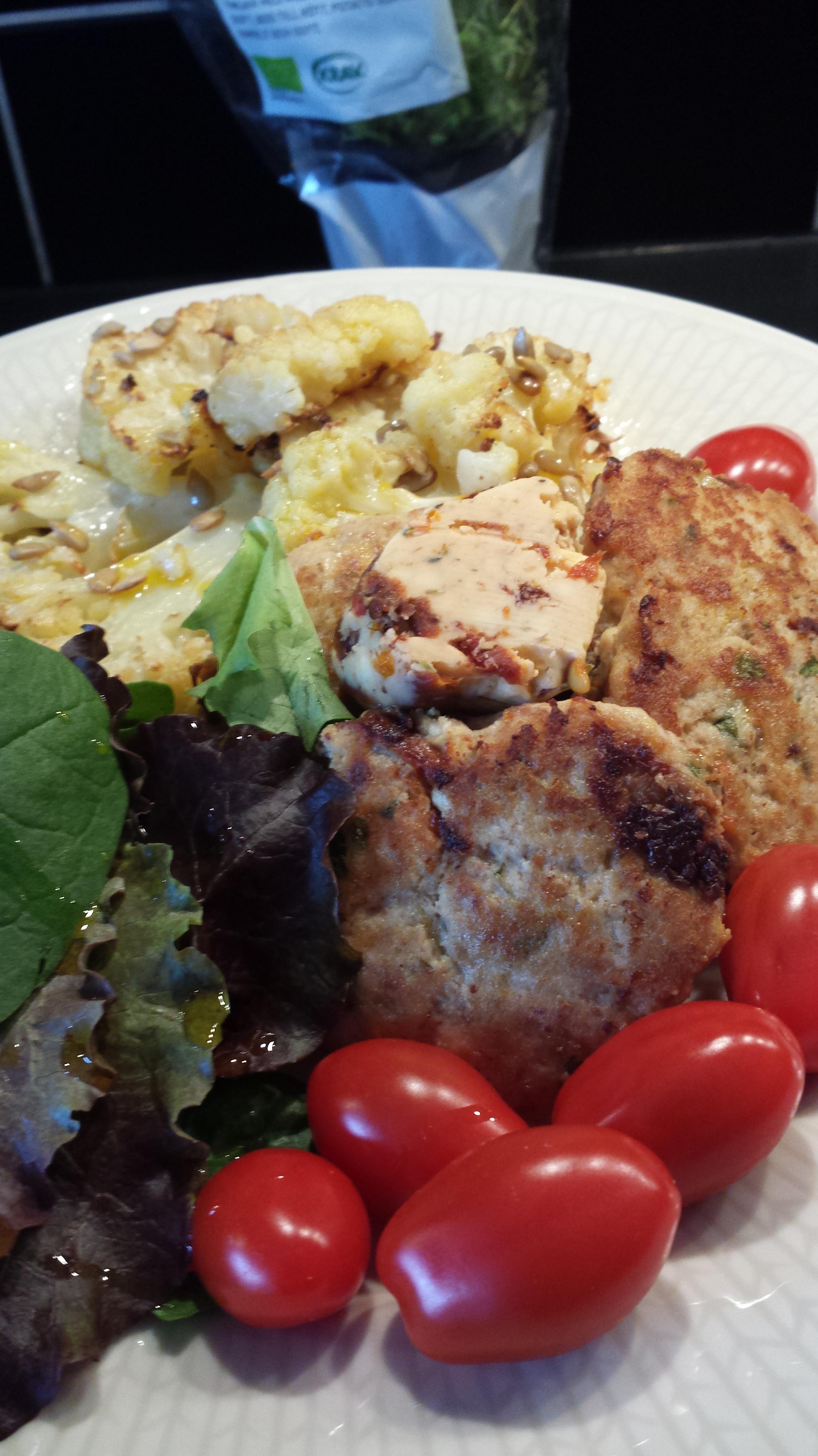Kycklingbiffar Med Soltorkade Tomater Och Fetaost