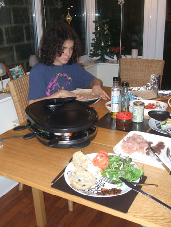 The raclette - cook your own tea time