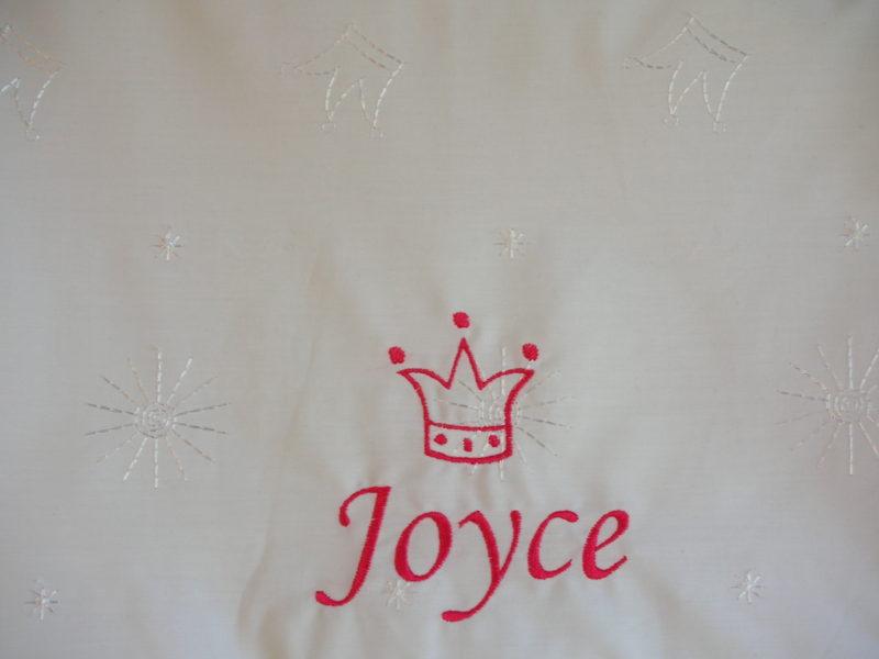 Overtrekje Broderie met naam en Crown  Stix Textiel