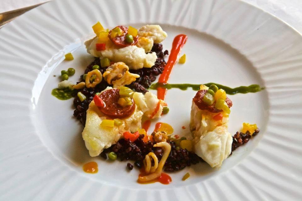 Lotte, supions, poivrons, chorizo pour ce plat à déguster au restaurant de Lectoure