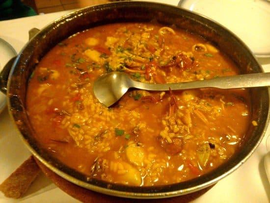 Des plats typiques de Galice au restaurant de Lavacolla