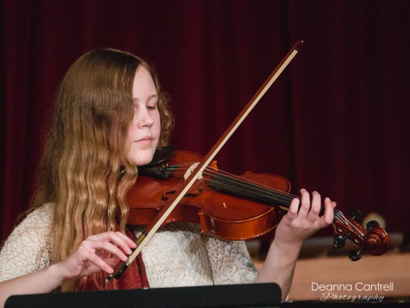 A violinist performs at the annual Fall Showcase for Cathedral Park Performing Arts