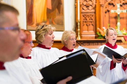 choir-action-shot