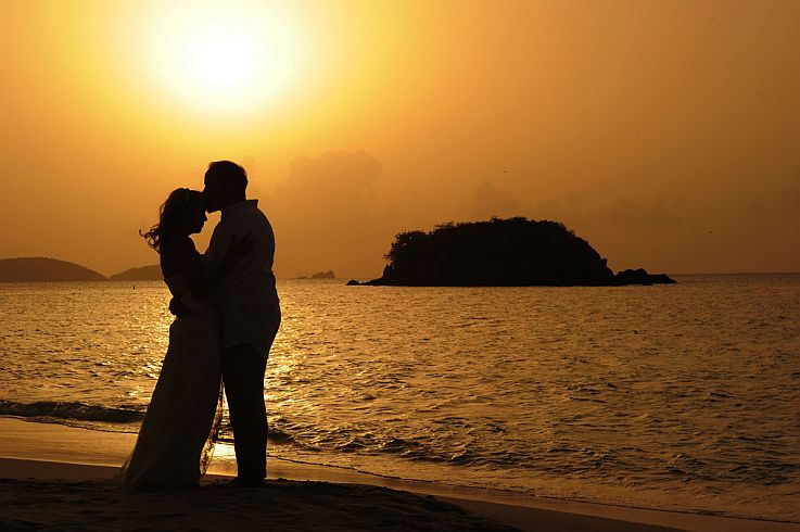 Cute Couples Holding Hands Wallpapers Romantic Weddings Get Married On Romantic St John In The
