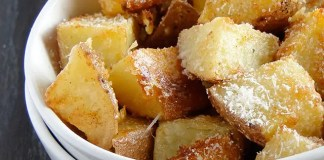 Recipe for Parmesan Roasted Potatoes - With only a few simple ingredients, these potatoes are a cinch to whip up as a side dish. Crispy on the outside, soft on the inside, they're so tasty!